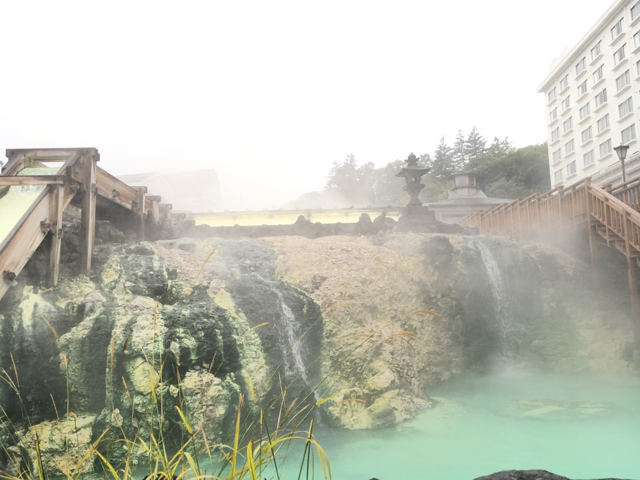 """草津温泉にある""""湯畑""""。湯の温度は60℃らしい"""