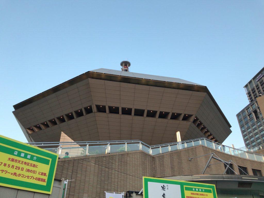▲会場は大阪のライヴシーンではおなじみ、なんばhatchのある湊町リバープレイス