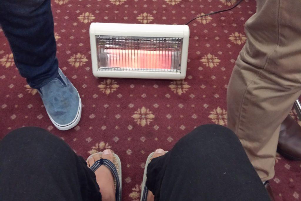 ▲焚き火VRの前にはリアルヒーターが