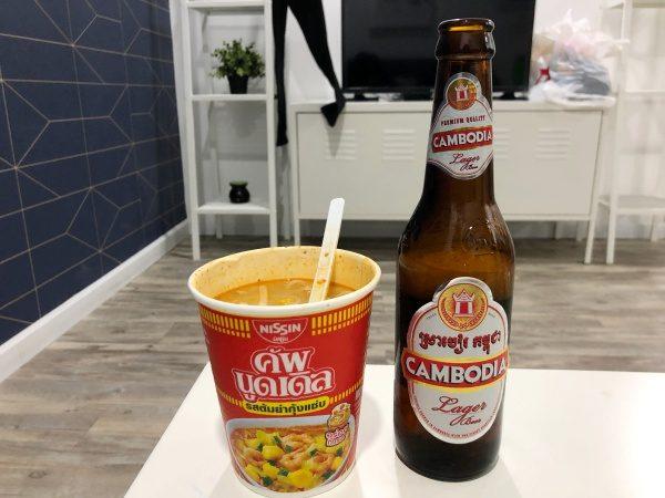 トムヤンクンうどんとカンボジアビール