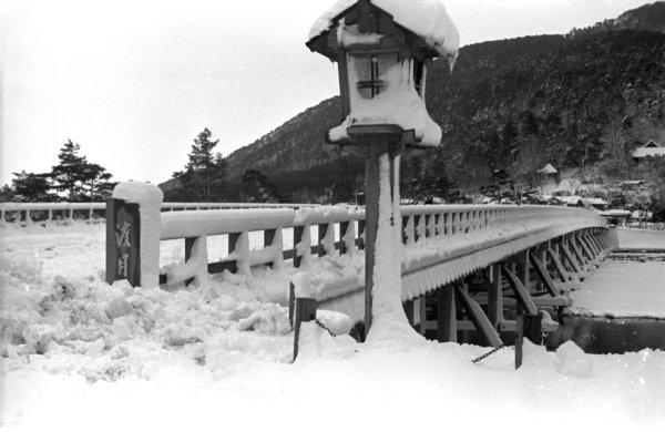 ▲昭和初期の嵐山α:冬の渡月橋(BAIJUDOさまより転載)
