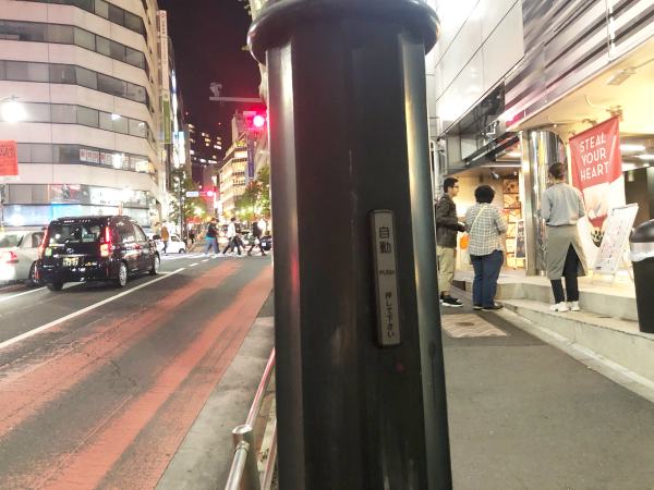 電柱に自動ドアスイッチ