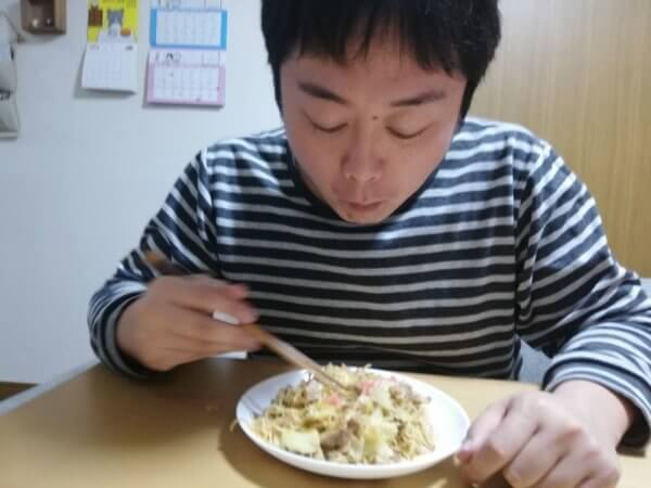 バリうまとんこつラーメンの焼ラーメン試食