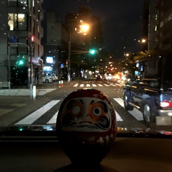 車の中のだるま