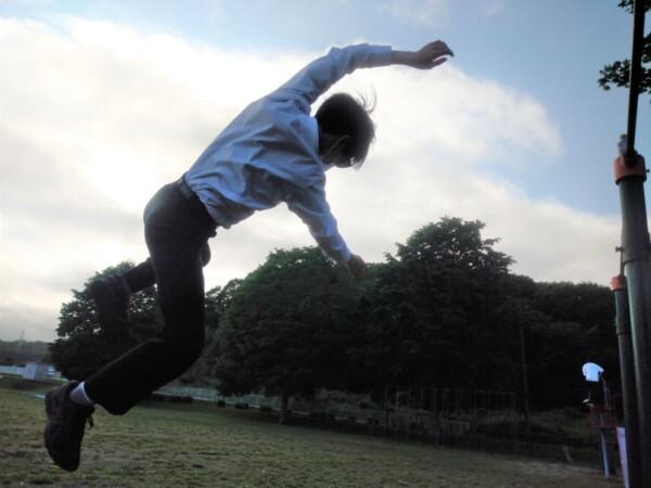 飛び降りる